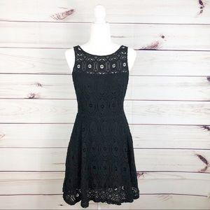 D145 BB Dakota black lace dress